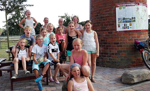 Begeisterte Kinder nach der Fahrradrallye